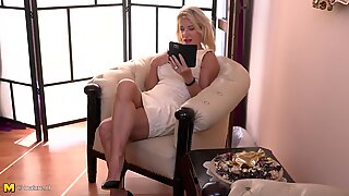 Gorgeous MILF Josefine with posh sexy body