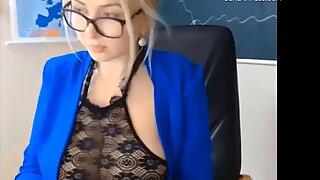 Vollbusige blonde MILF