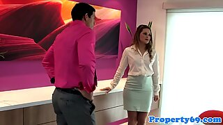 Realtor cocksucking client in house viewing